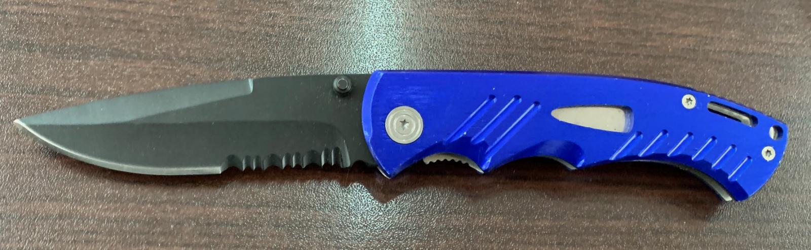Складной нож с ярко-синей рукояткой
