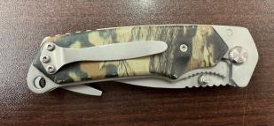 Складной нож со стропорезом и камуфляжной рукоятью