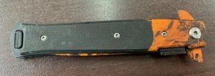 Складной нож-стилет с оранжевым камуфлированным лезвием