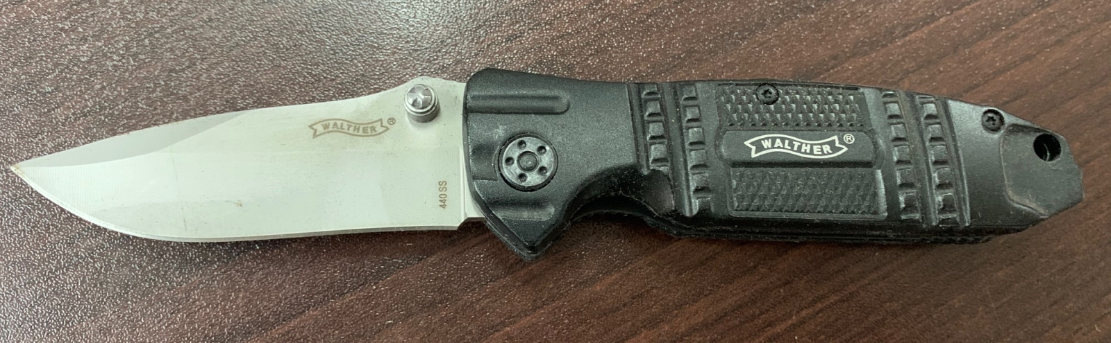 Складной нож Walther с темной рукояткой