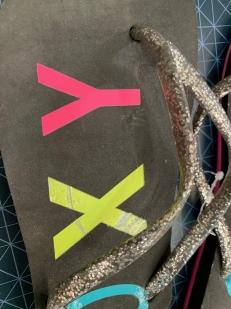 Сланцы  женские Roxy с радужной надписью