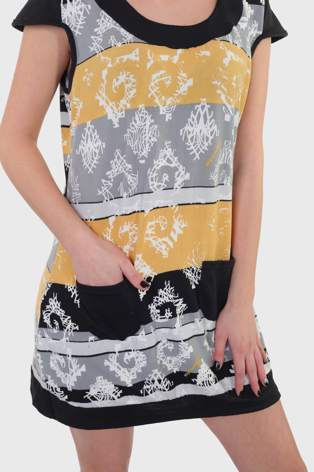 Смелое платье-туника Le Grenier с кокетливыми кармашками.