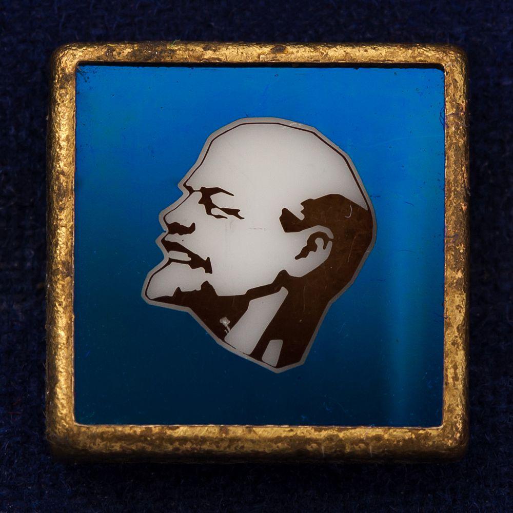 Советский значок с изображением Ленина