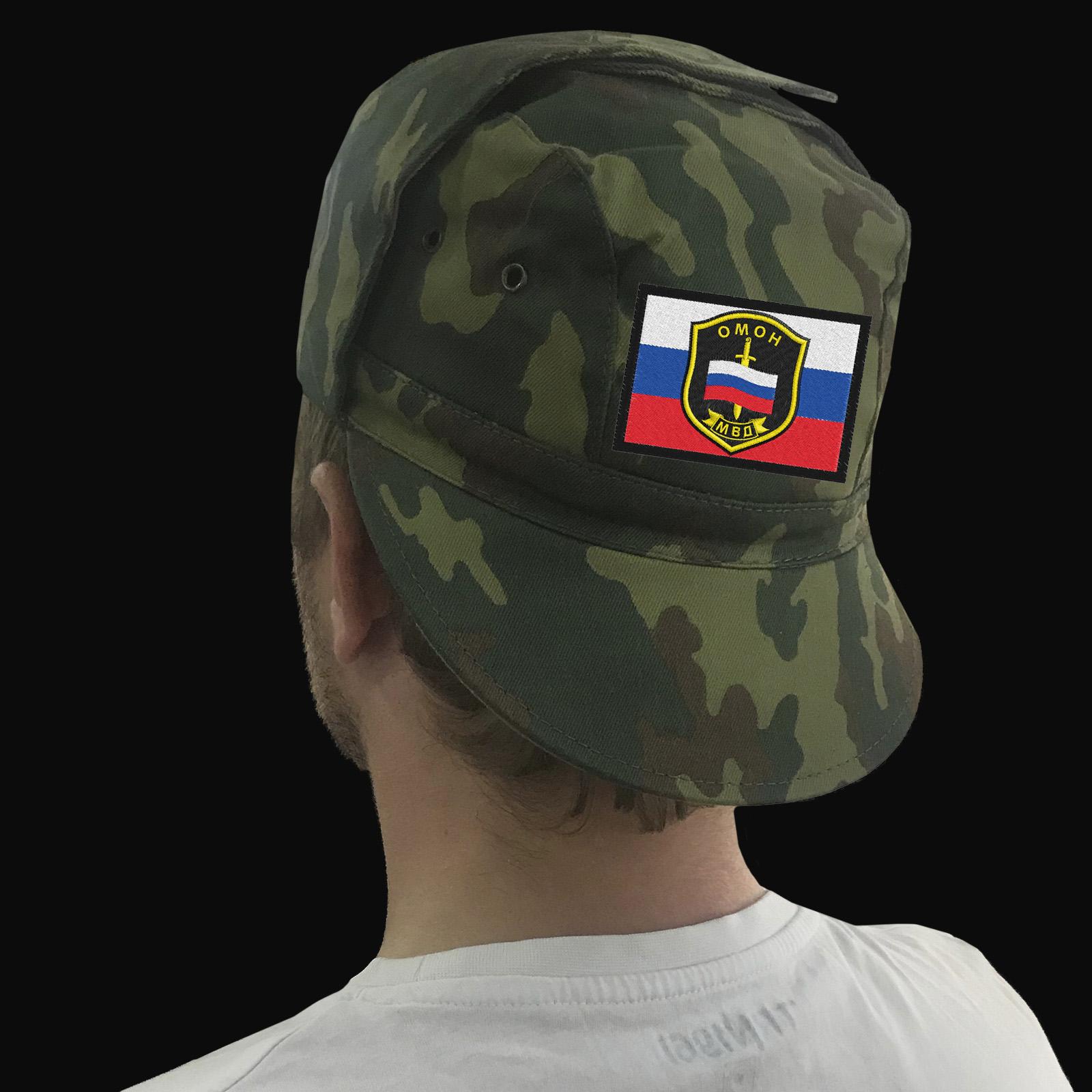 Кепки с шевронами различных родов войск и подразделений