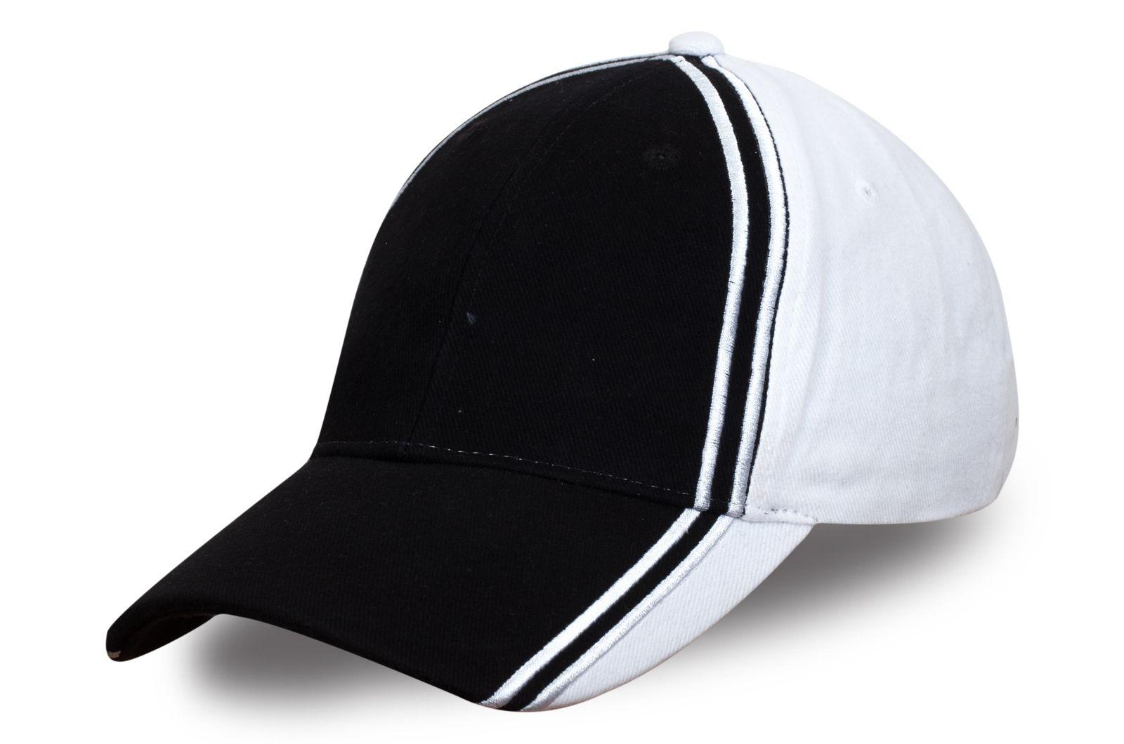 Спортивная черно-белая бейсболка