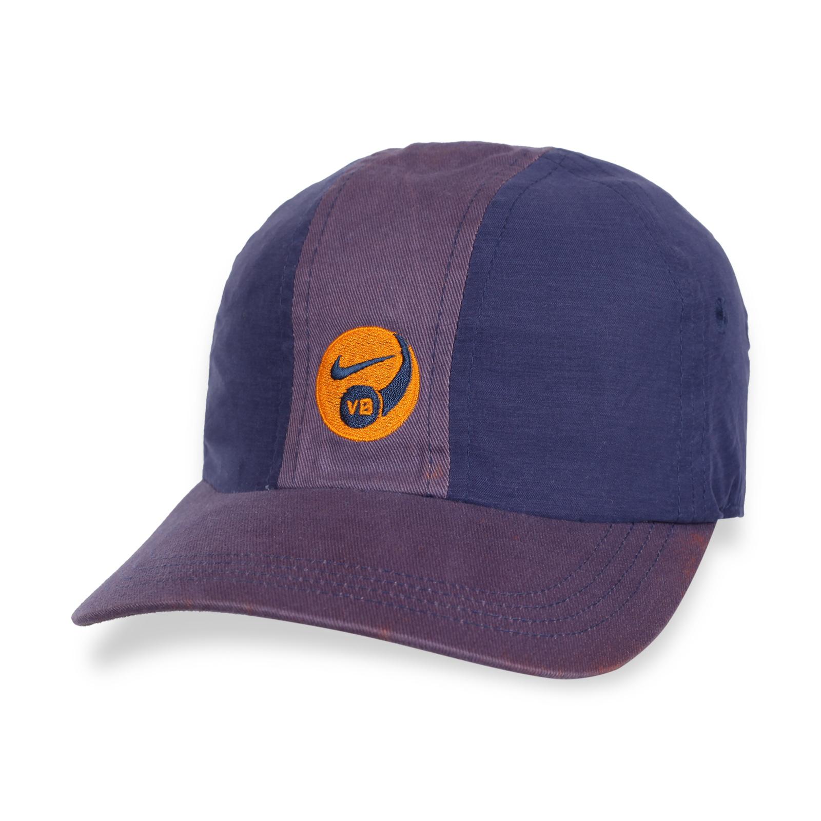 Спортивная кепка с новомодном дизайне.