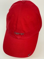Спортивная красная кепка для тренировок