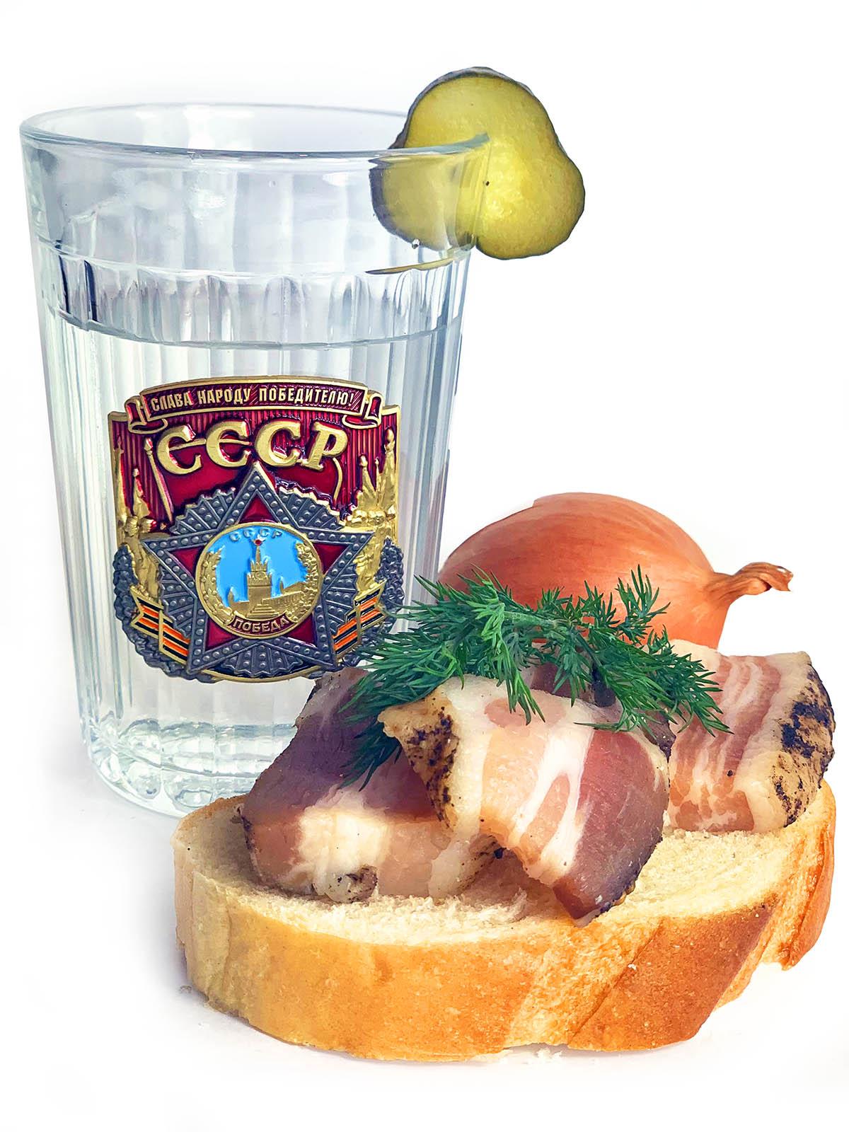 Советский граненый стакан к 9 мая