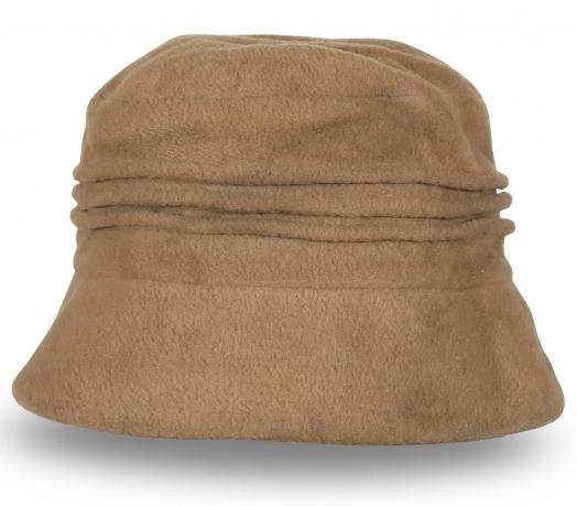 Стильная бархатная шапка