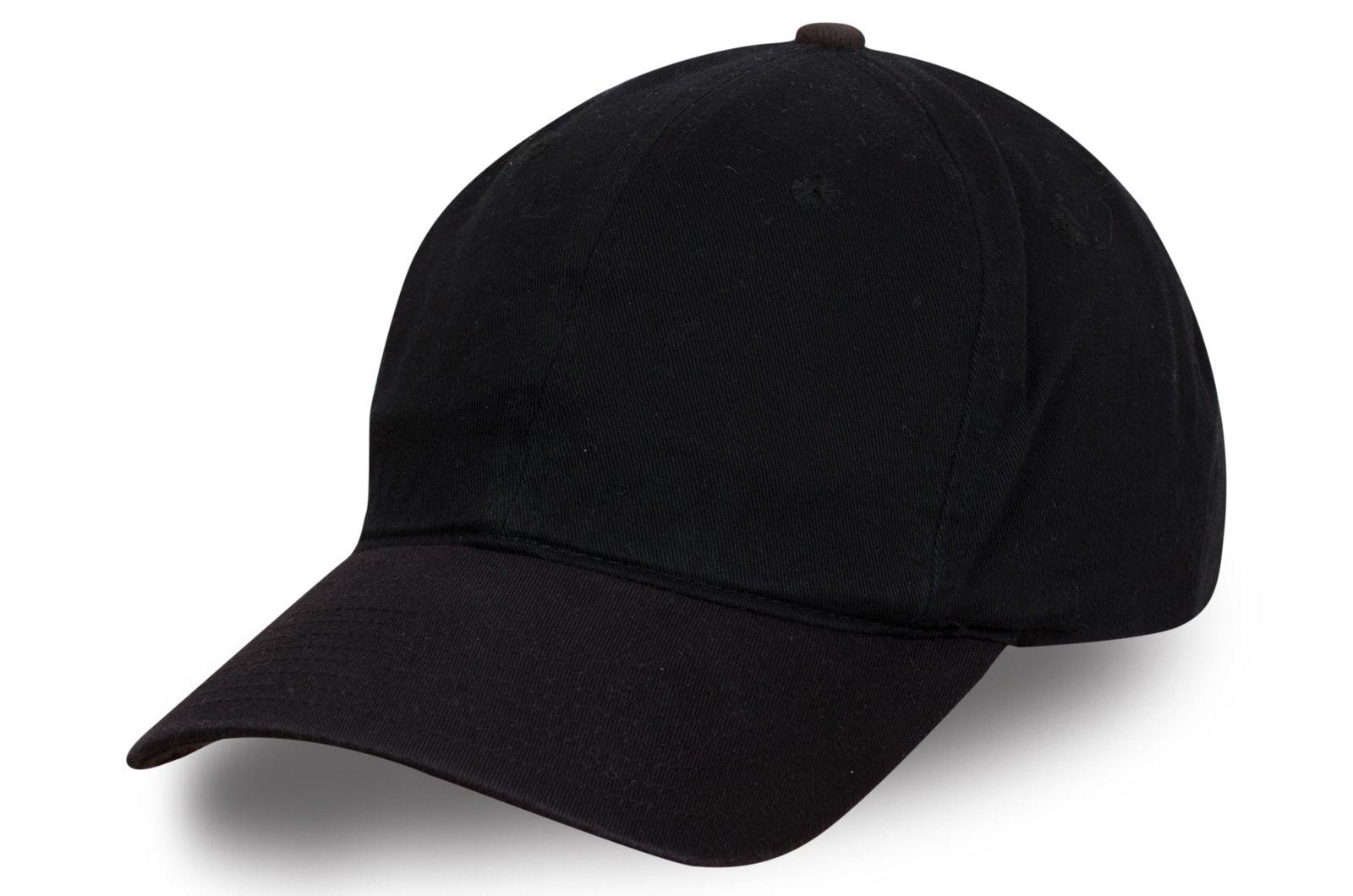 Стильная бейсболка черного цвета