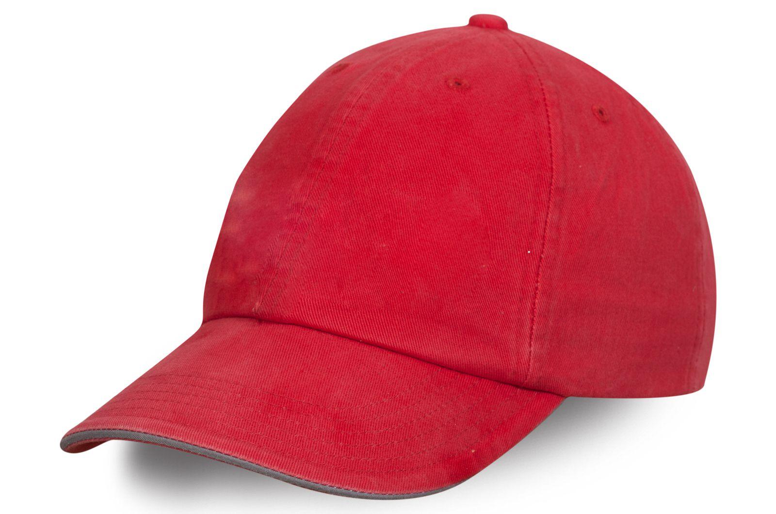 Стильная бейсболка красная