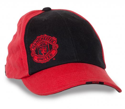 Стильная бейсболка Manchester United.
