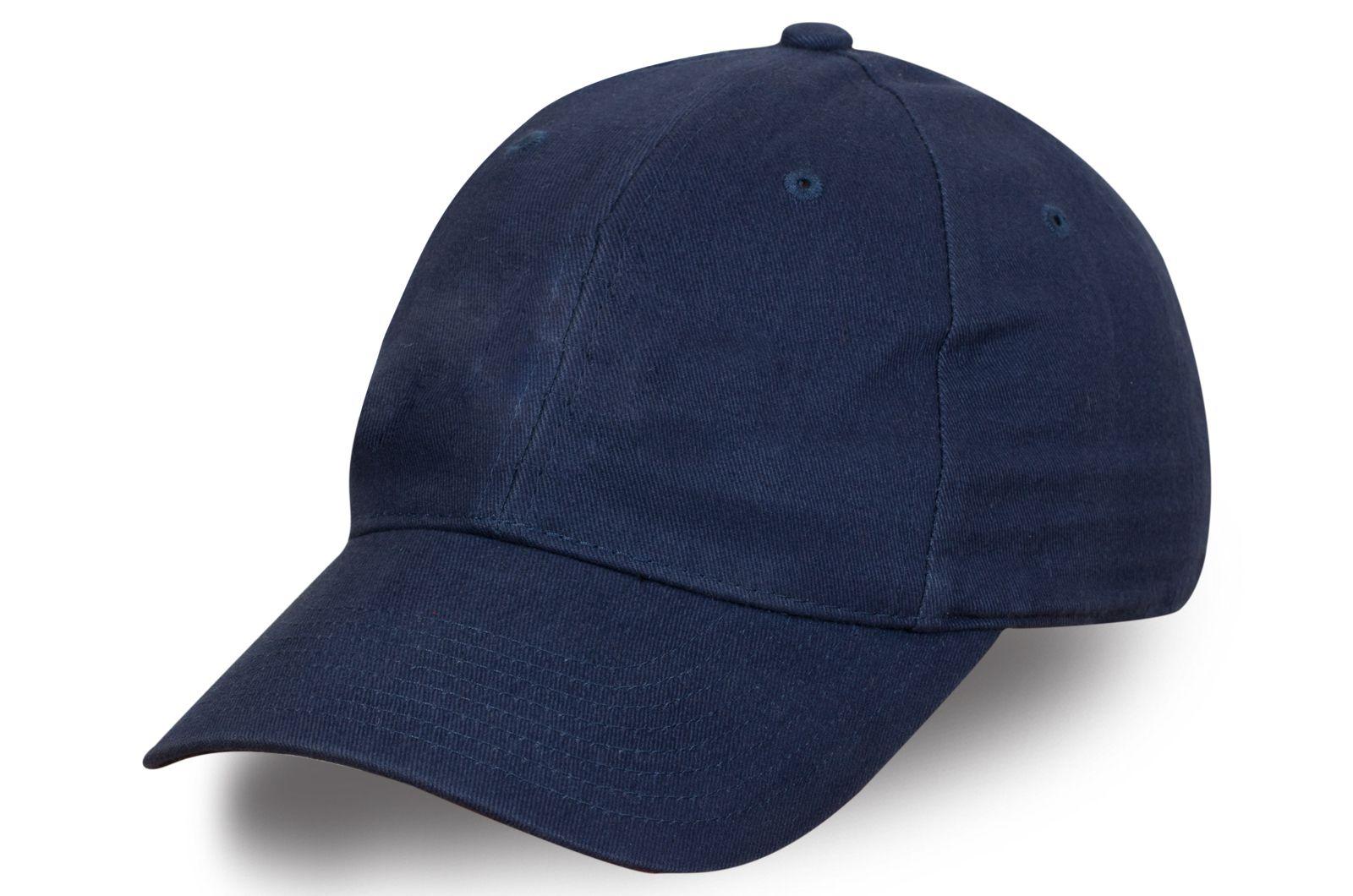 Стильная бейсболка темного синего цвета
