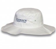 Стильная белая шляпа
