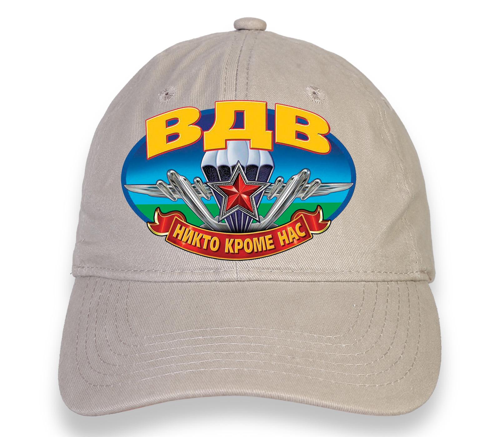 Купить стильную бежевую кепку с термотрансфером ВДВ по выгодной цене