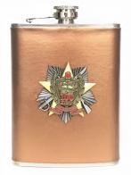 Стильная фляжка в подарок пограничнику (обтянутая кожей, металлический жетон)