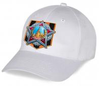 Стильная хлопковая кепка с принтом Ордена Победы на георгиевской ленточке от наших дизайнеров к самому лучшему празднику 9 Мая. Истинный патриотизм у нас в душе!