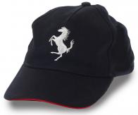 Стильная кепка без рекламных надписей, но с узнаваемым логотипом легендарного итальянского автобренда Феррари. Свой стиль выбираешь ты сам!