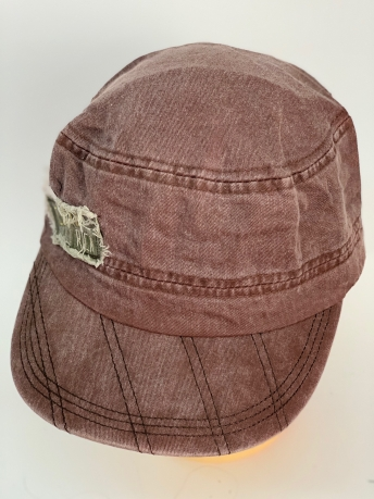 Стильная кепка-немка с простроченным козырьком