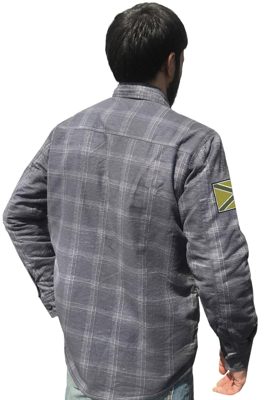 Купить стильную клетчатую рубашку с вышитым полевым шевроном Новороссия в подарок другу