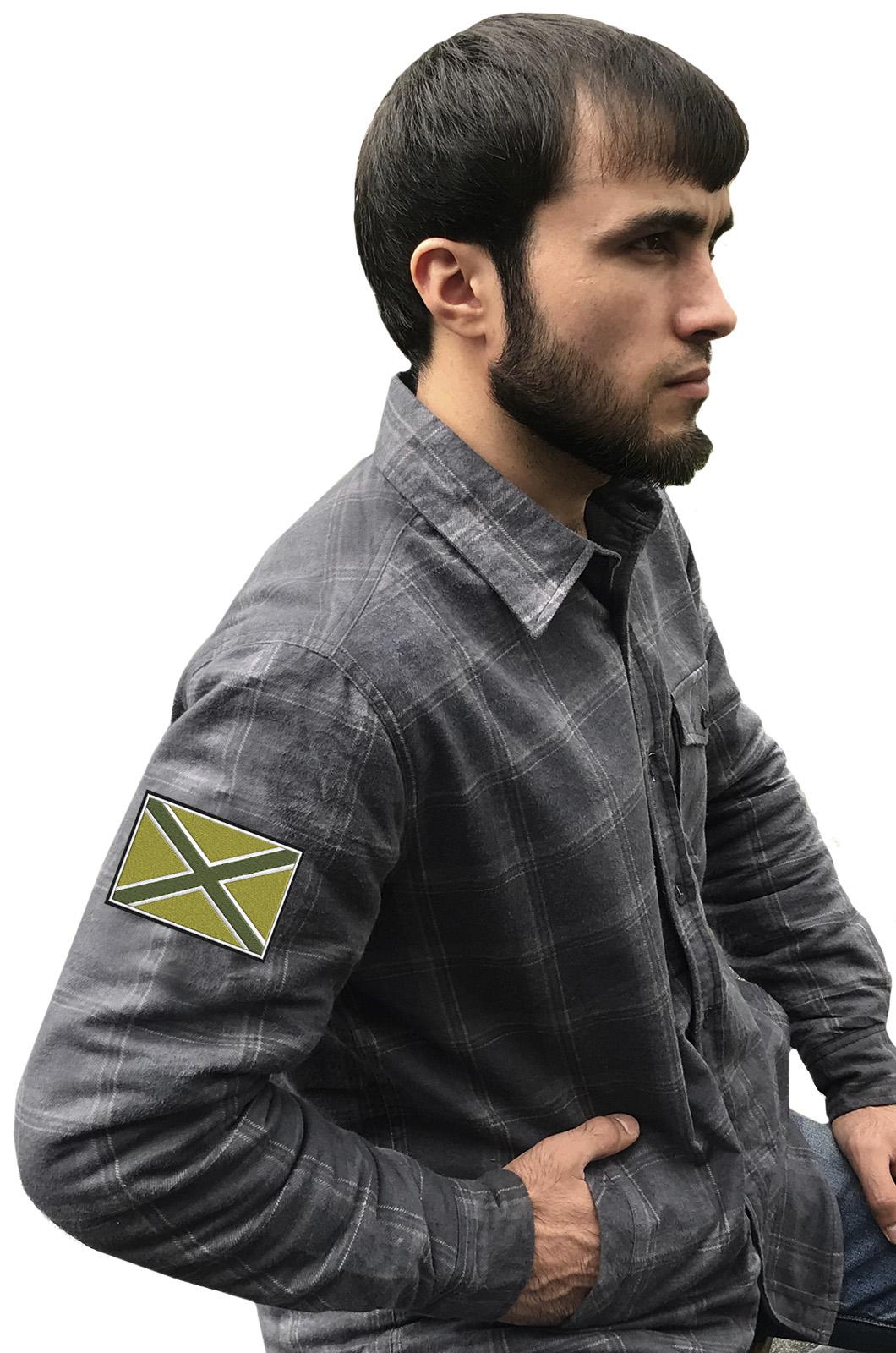 Стильная клетчатая рубашка с вышитым полевым шевроном Новороссия - купить в Военпро