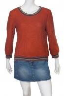 Стильная красная кофта-свитер с зауженным рукавом