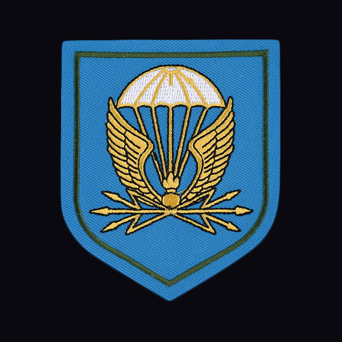 Стильная милитари футболка с вышитым шевроном 38 отдельный полк связи ВДВ - купить в подарок