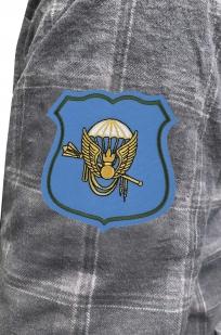 Стильная рубашка с вышитым шевроном Командования ВДВ - купить в розницу