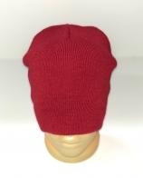 Стильная шапка красного цвета