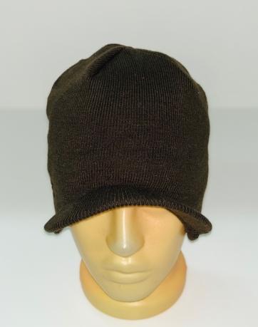 Стильная шапка цвета хаки с козырьком
