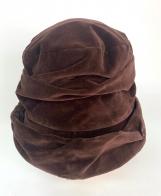Стильная шляпа оригинального кроя