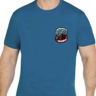 Стильная сине-зеленая футболка с вышивкой НИКТО КРОМЕ НАС