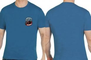 Стильная сине-зеленая футболка с вышивкой НИКТО КРОМЕ НАС - купить онлайн