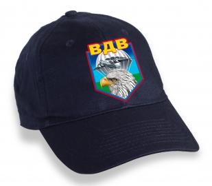Стильная темно-синяя бейсболка с термонаклейкой ВДВ