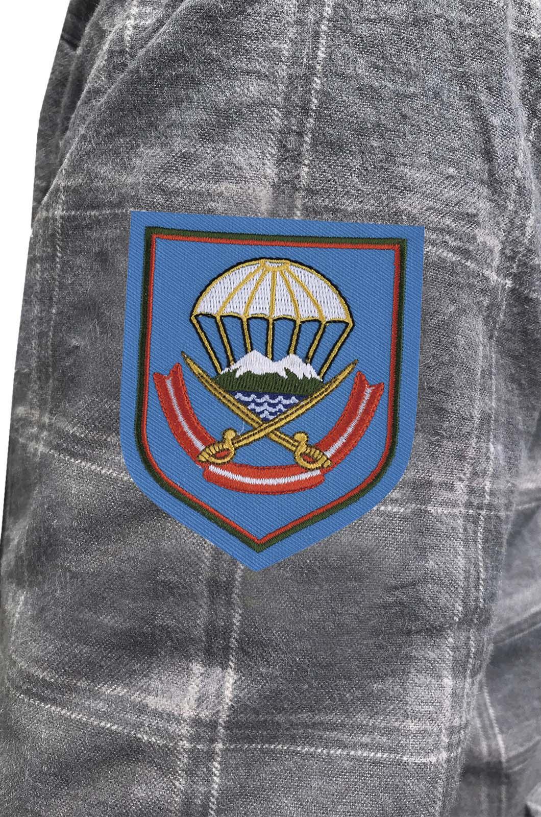 Стильная теплая рубашка с вышитым шевроном ВДВ 108 ДШП - купить онлайн