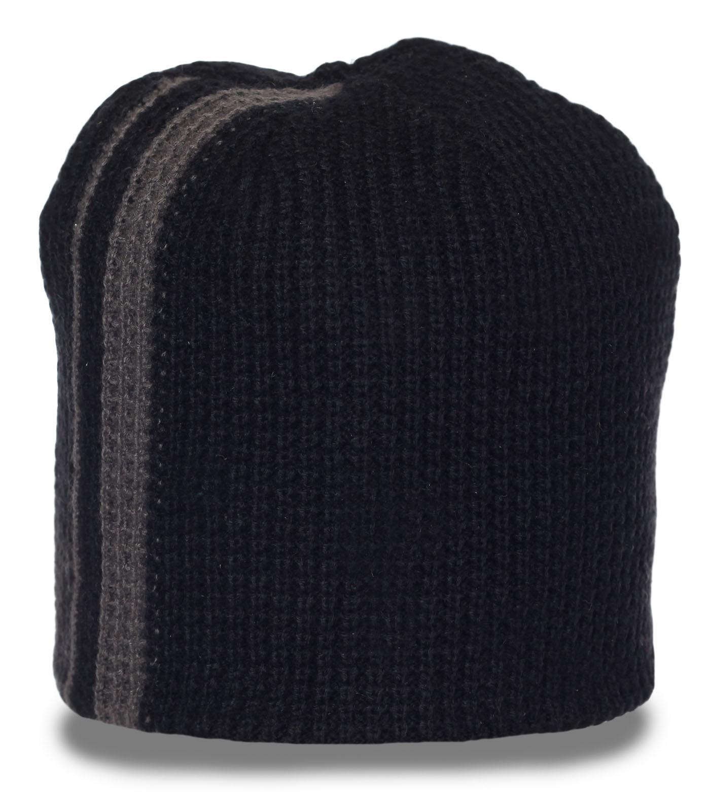 Стильная вязаная шапка из теплого материала. Надежно согреет в любую погоду