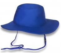 Стильная ярко-синяя шляпа