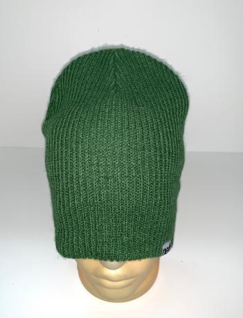 Стильная зеленая шапка
