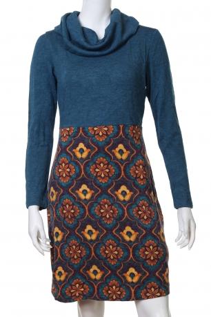 Стильное облегающее платье с акцентным принтом