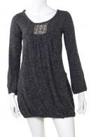 Стильное серое платье-туника с декольте