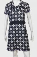 Стильное женственное платье с геометрическим принтом