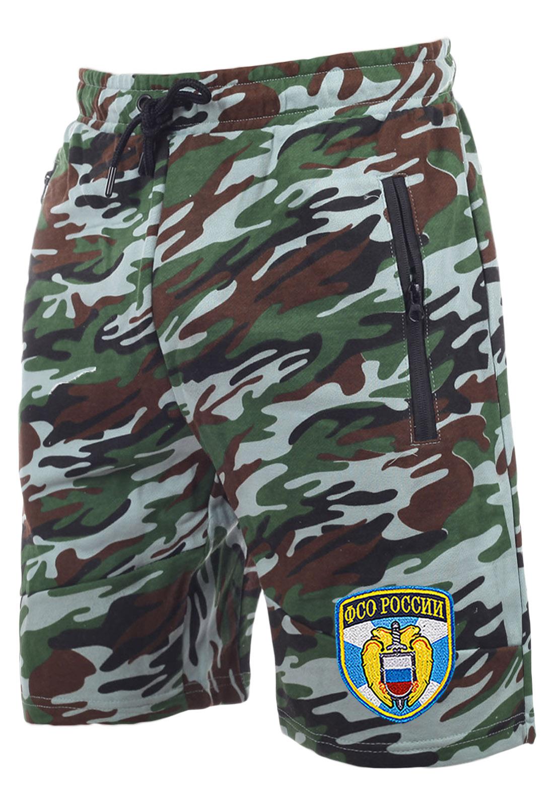 Стильные камуфлированные шорты с нашивкой ФСО