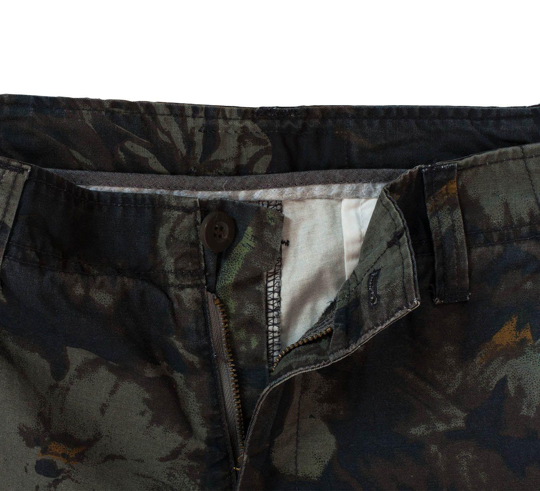 Стильные камуфляжные шорты карго