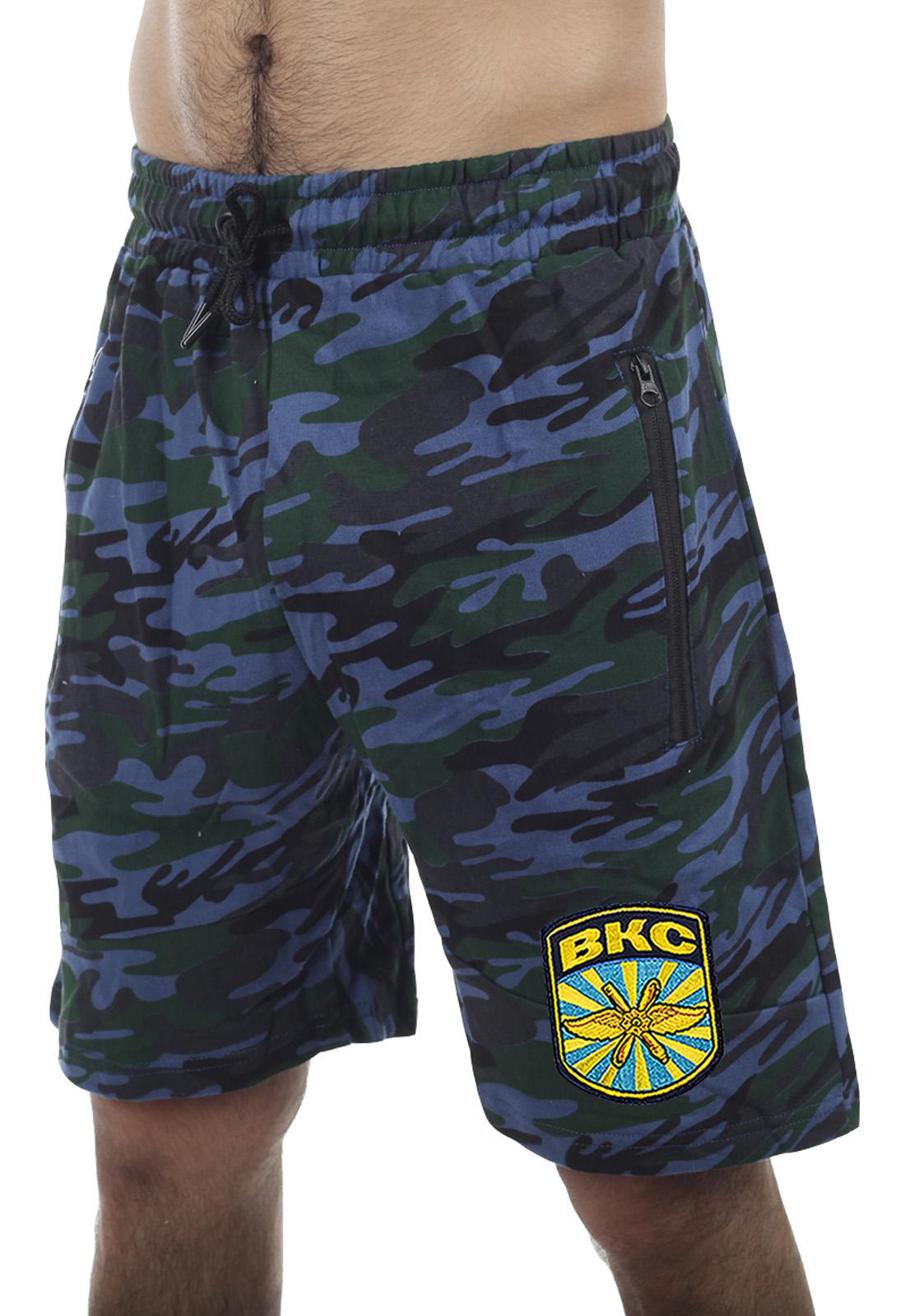 Купить стильные милитари-шорты с карманами и нашивкой ВКС в подарок мужу