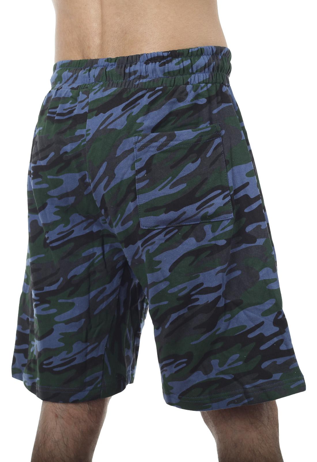 Стильные милитари-шорты с карманами и нашивкой ВКС - купить выгодно