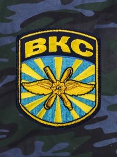 Стильные милитари-шорты с карманами и нашивкой ВКС