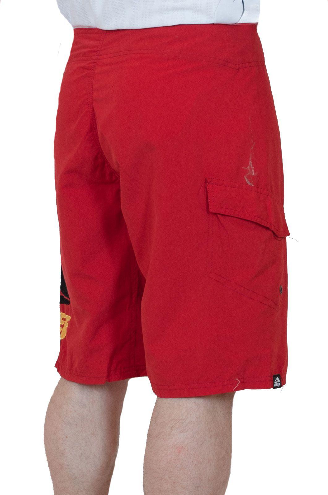 Стильные мужские шорты Reef - вид сзади