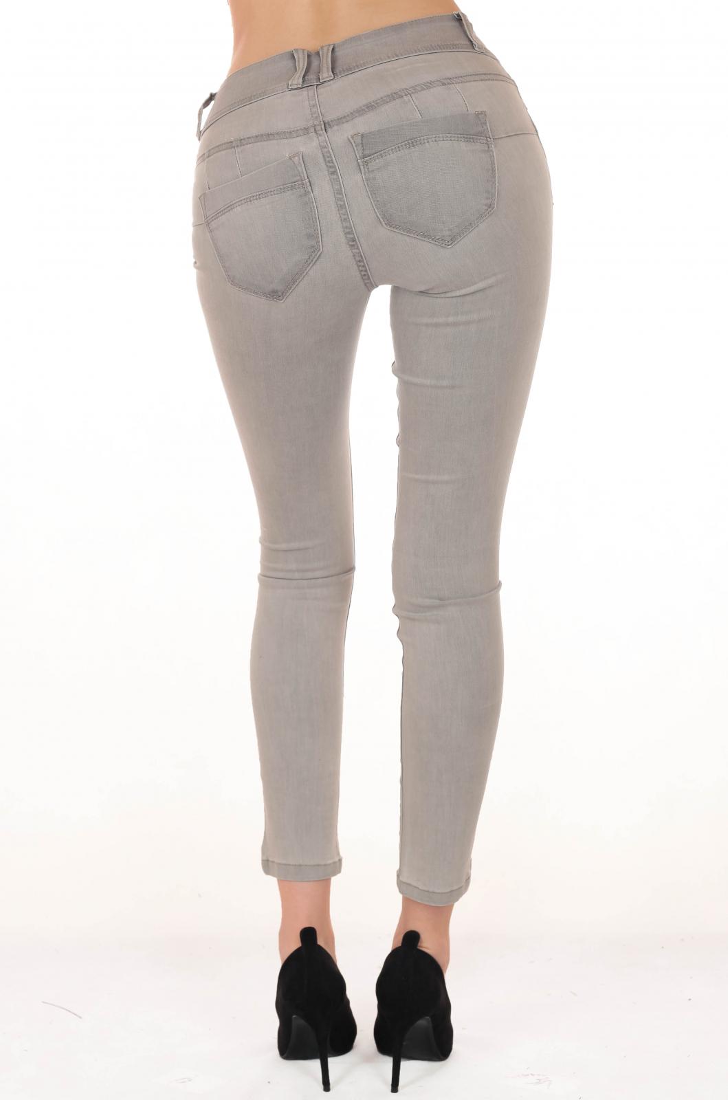 Стильные строяйнящие фигуру джинсы от B.C.®
