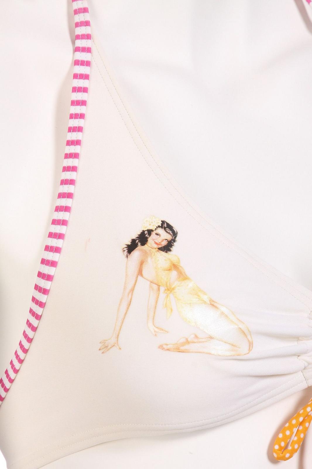Стильный купальник - рисунок на лифе