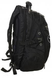 Заказать стильный мужской рюкзак с нашивкой Адамова голова с мечами